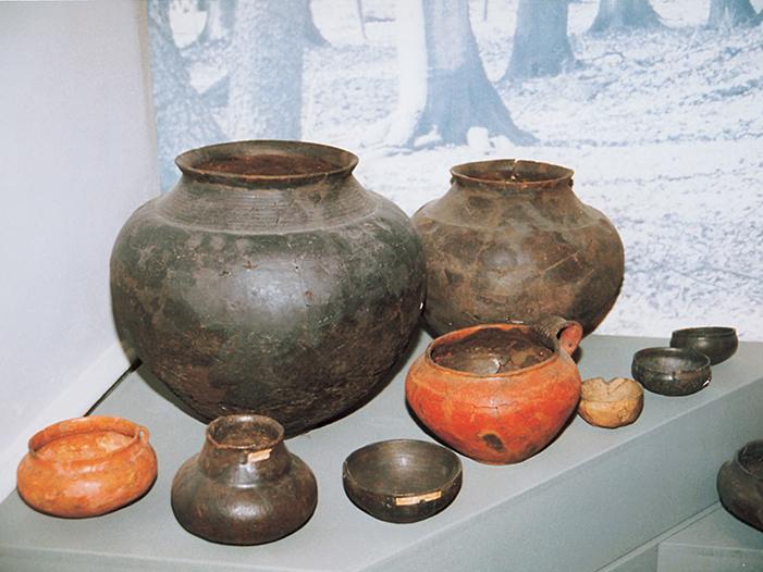 Töpfe aus dem Archäologischen Museum